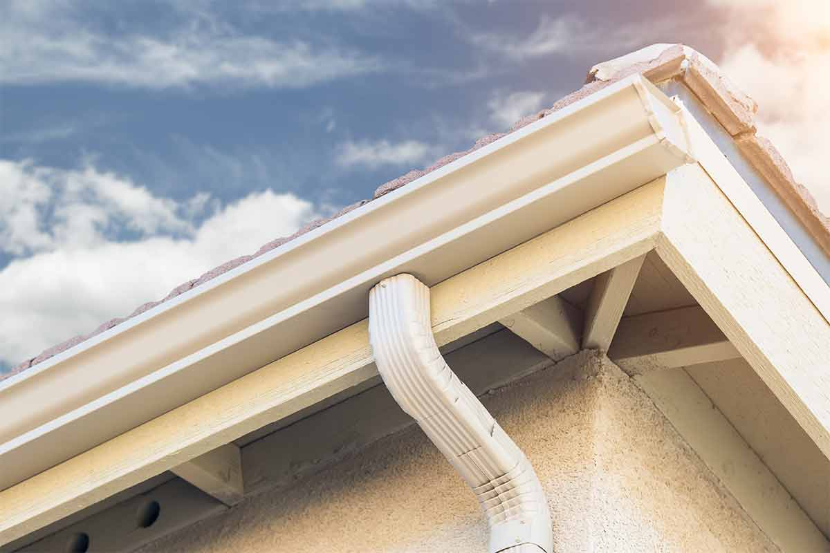 house with white seamless aluminum gutters