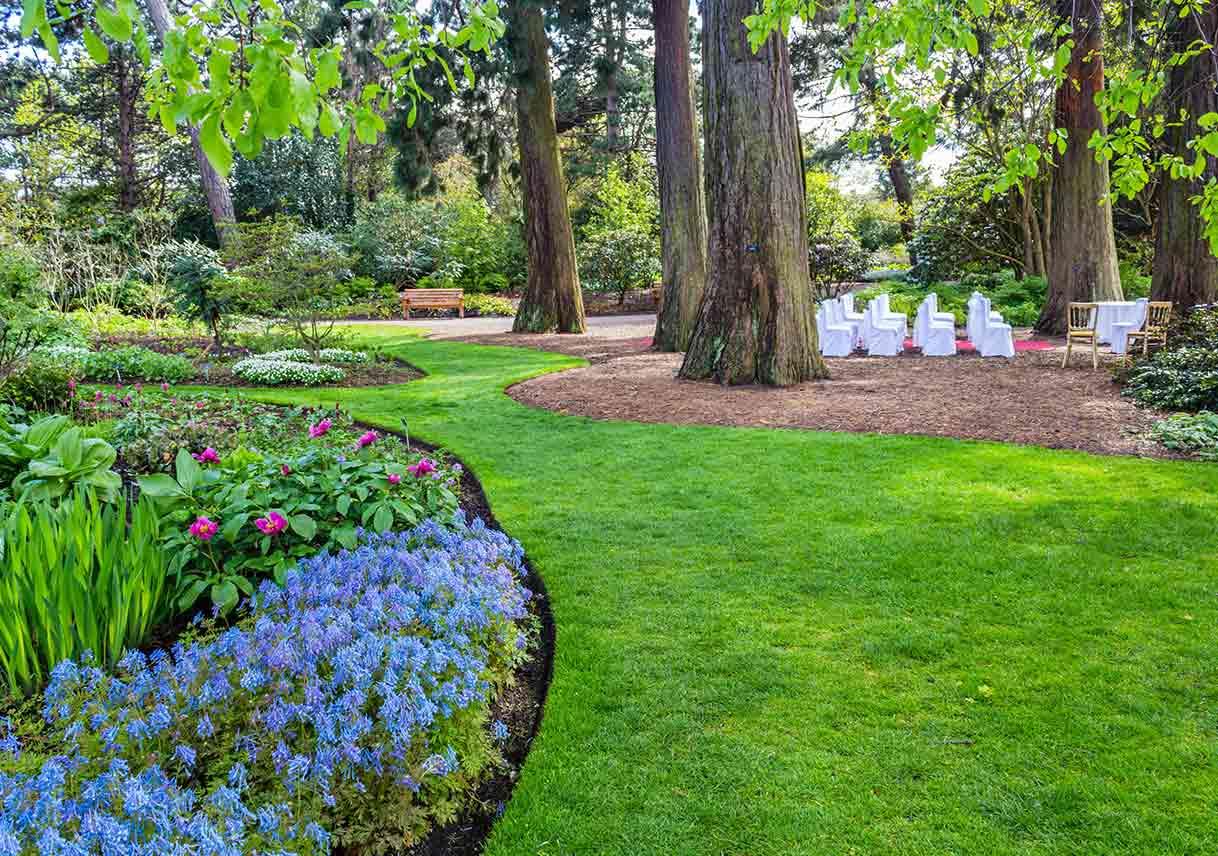 wedding seating in botanical garden