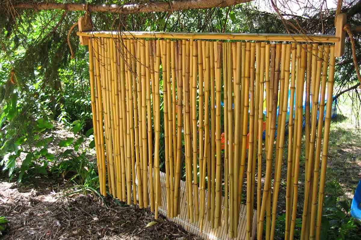 Hanging bamboo privacy screen