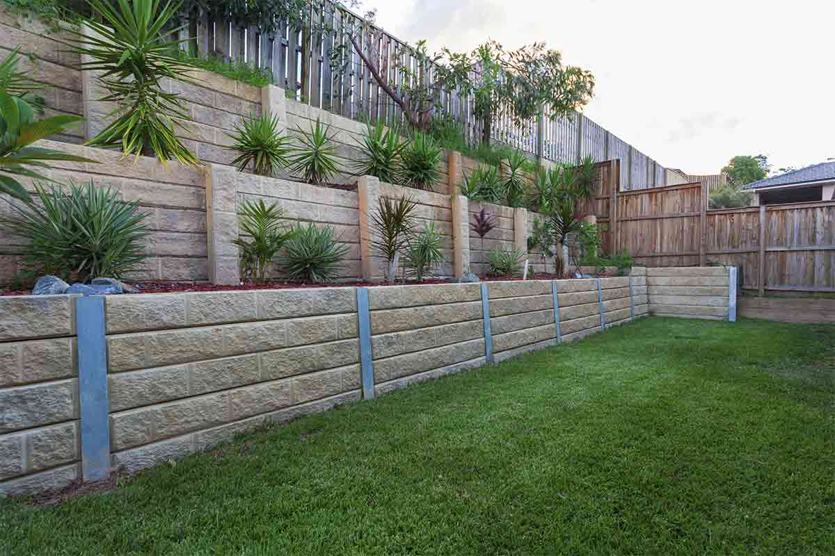 backyard-with-retaining-walls-of-different-levels