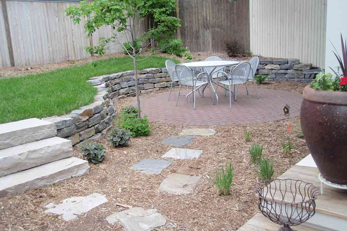 Small Yard With Patio Table And Chairs
