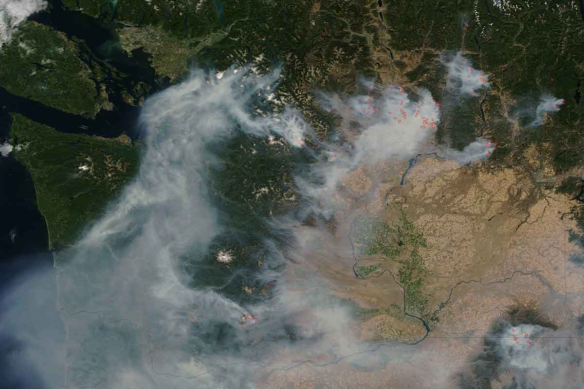 aerial image of wildfire smoke over washington