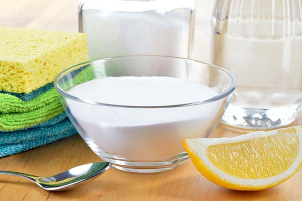 natural laundry detergent ingredients like vinegar, baking soda, and lemon