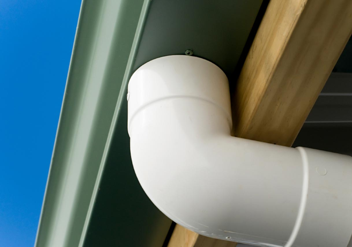 Are vinyl gutters right for your home best pick reports rain gutter materials part four all about vinyl gutters solutioingenieria Image collections