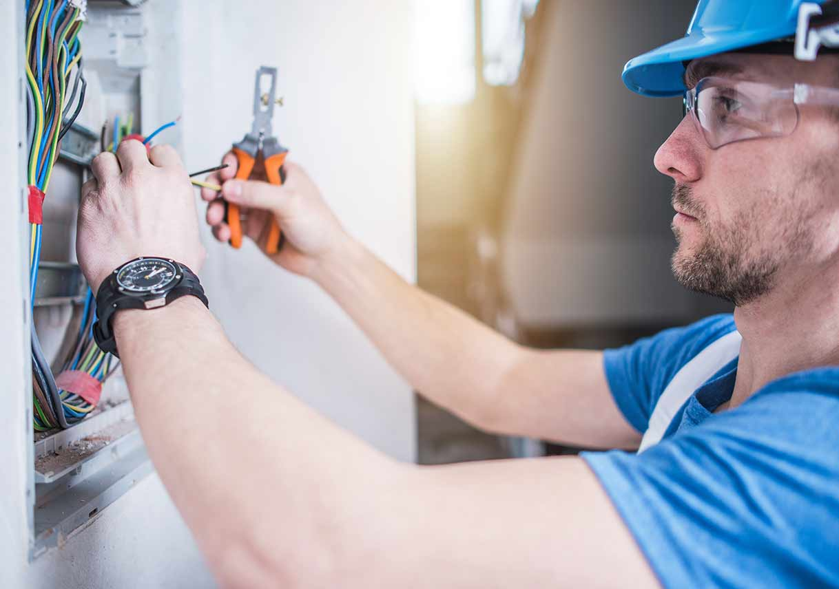 When To Call An Electrician Best Pick Reports Light Switch Wiring Mistakes Sparks Flying