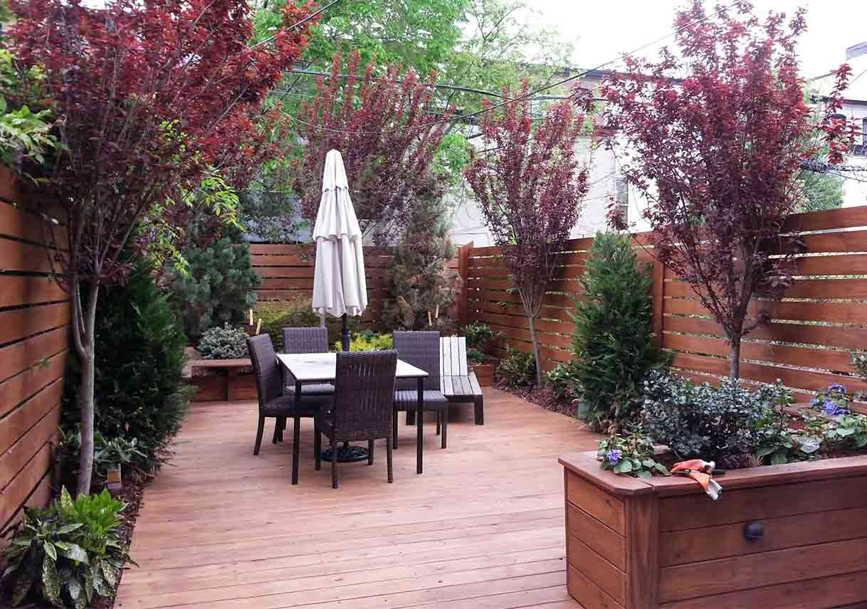 Make Your Small Yard Look Bigger | Best Pick Reports on Townhouse Patio Design Ideas id=13549